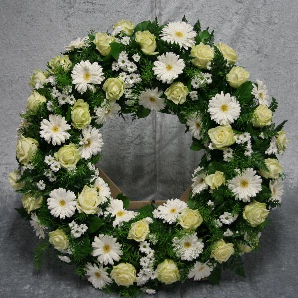 Trauerkranz rundgesteckt stehend Bild 1
