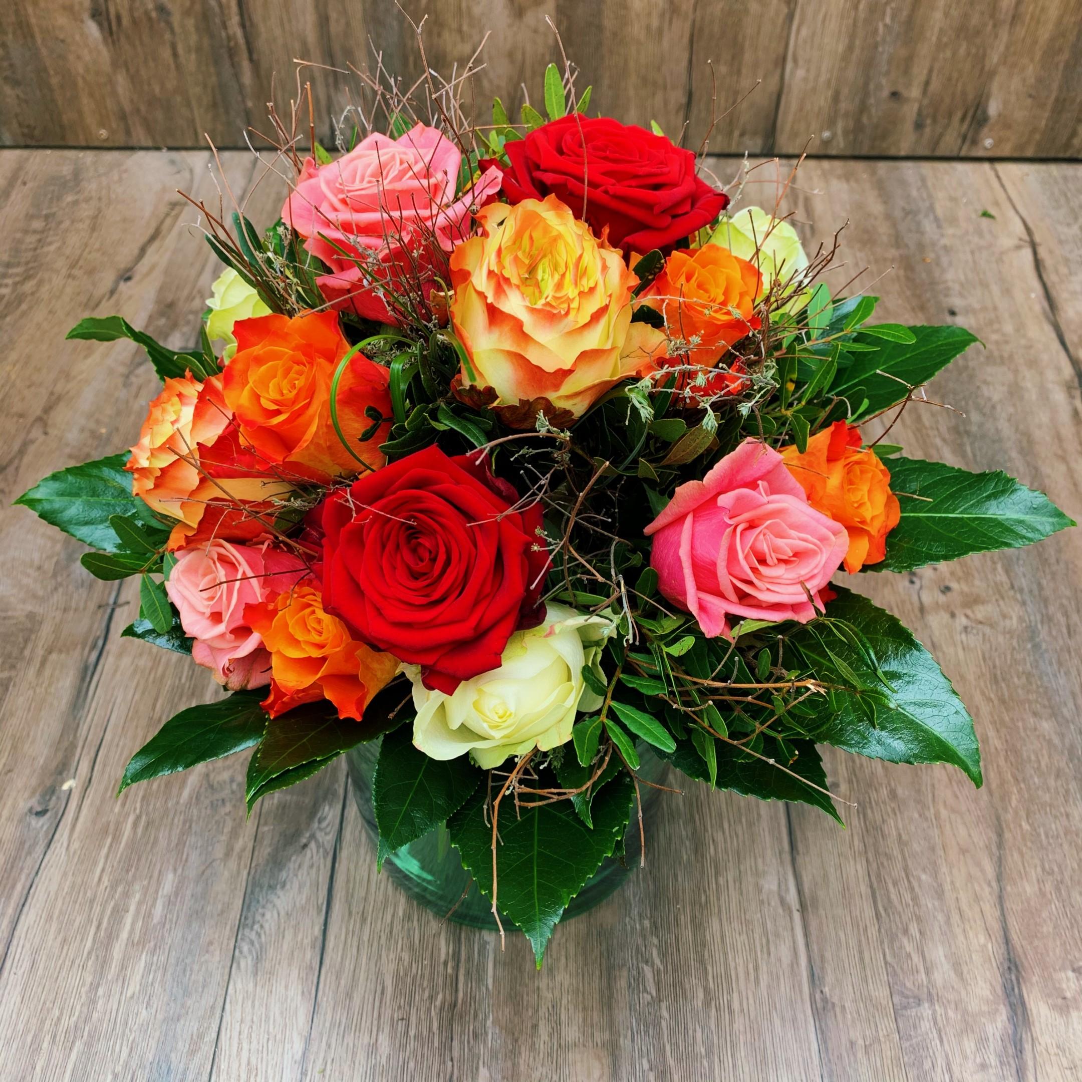 Bunter Strauß mit Rosen Bild 1