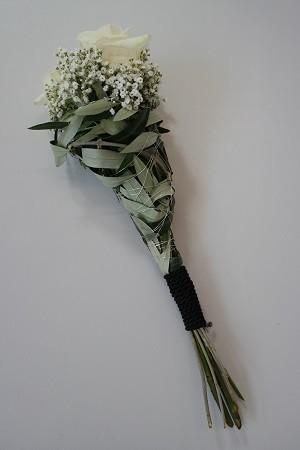 Langer Handstrauß mit 3 Rosen Bild 2