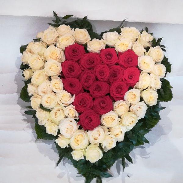 H 15  Herz aus weißen und roten Rosen Bild 2