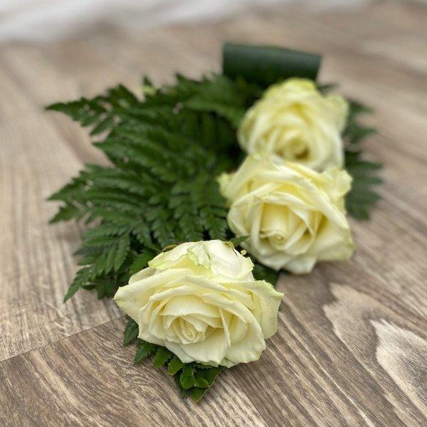 Trauerstrauß- 3 weiße Rosen Bild 1