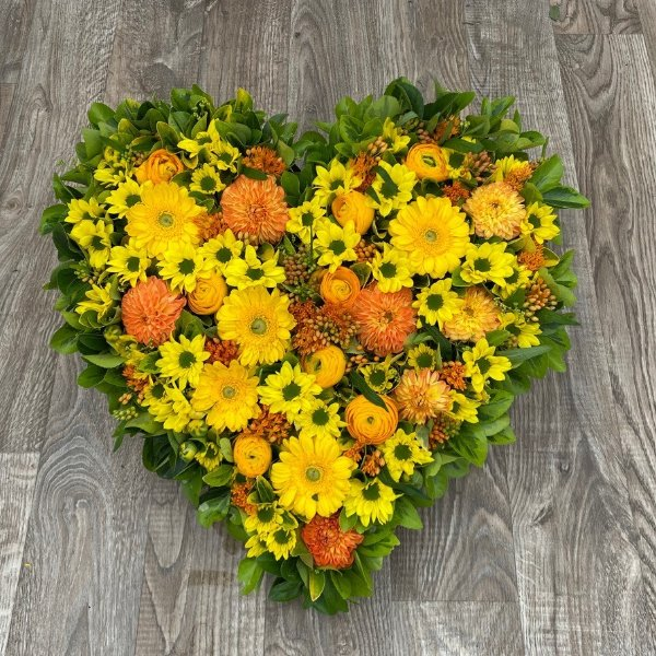 Gesteck- Herz- gelb/orange Bild 1