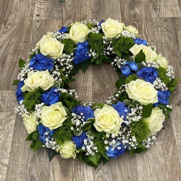 Kranz weiße Rosen/ Hortensien Bild 1