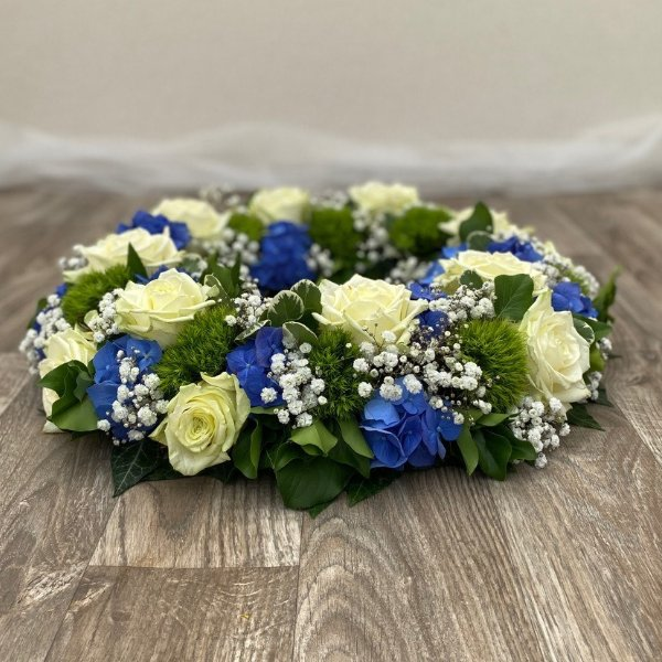 Kranz weiße Rosen/ Hortensien Bild 2