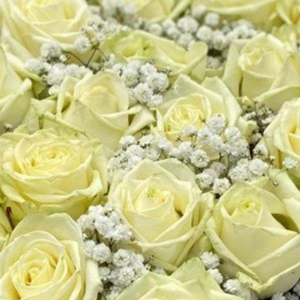 Gesteck- Herz- weiße Rosen Bild 2