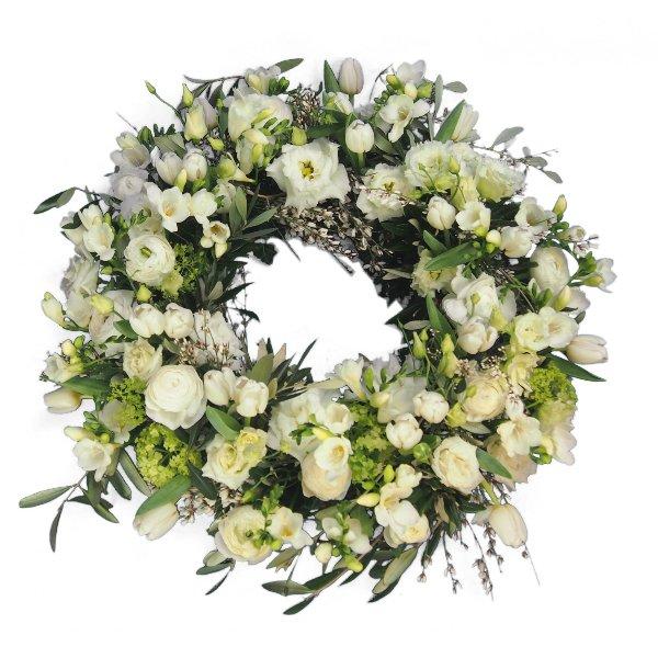 Trauerkranz rundgesteckt, weiße Blumenkombination Bild 1