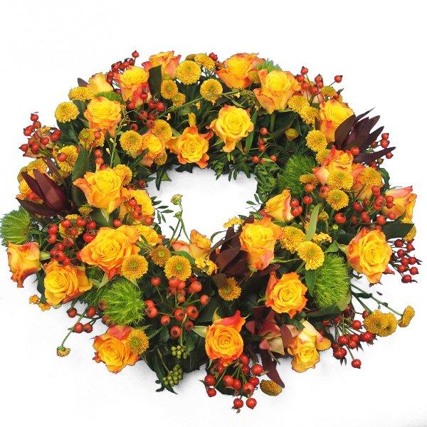 Trauerkranz rundgesteckt, gelb-rote Blumenkombination Bild 1