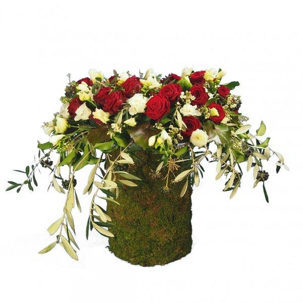 Urnenschmuck, rote Rosen, abfließend mit Olivengrün gesteckt Bild 1