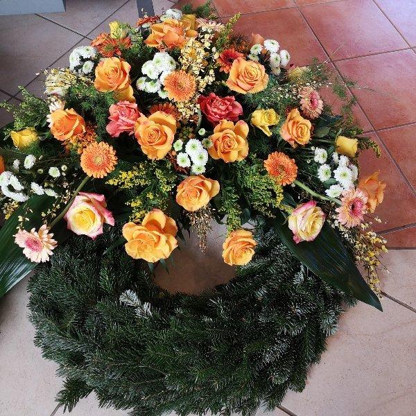 Trauerkranz klassisch in orange/weiß Bild 1