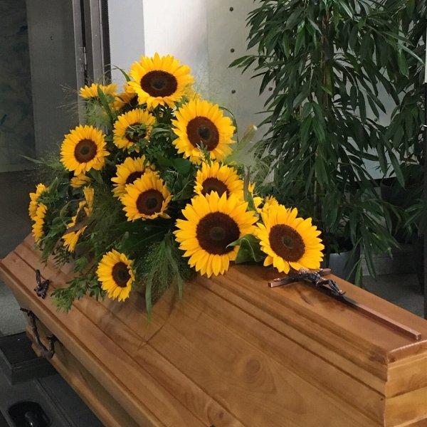Sargschmuck mit Sonnenblumen Bild 2