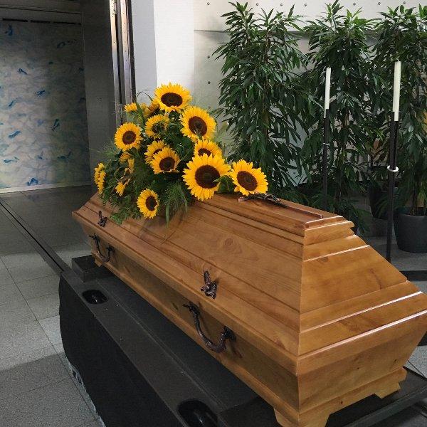 Sargschmuck mit Sonnenblumen Bild 3