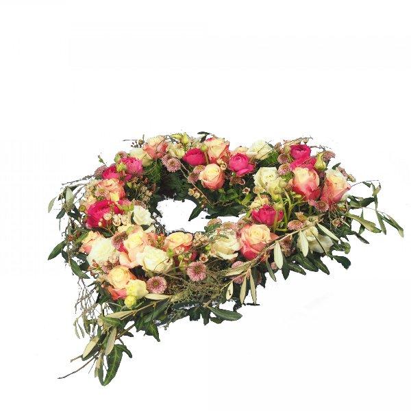 Herzform mit Blumen offen, in creme-rosafarbener Blumenkombination Bild 3