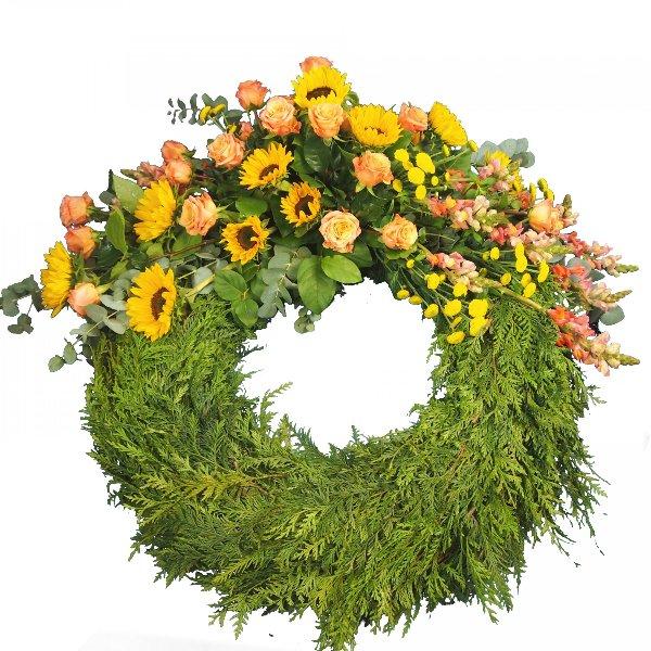 Trauerkranz mit Bukettgarnierung  gelb-orangefarbene Blumenkombination Bild 1