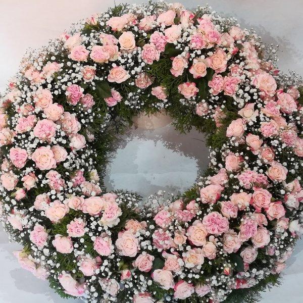 TK 37 rund gesteckter Kranz aus rosa Rosen Bild 1