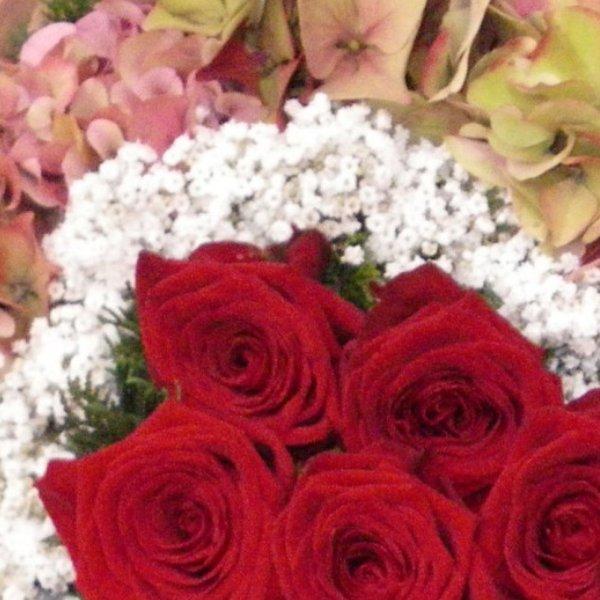 Trauerherz mit roten Rosen Bild 2