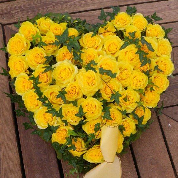 Trauerherz mit Rosen in Wunschfarbe Bild 1