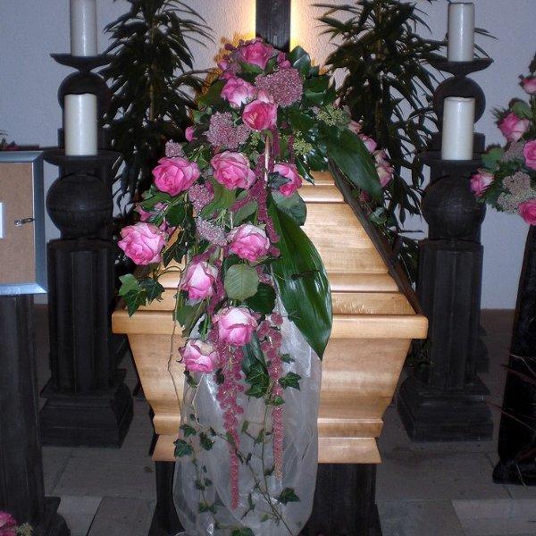 Sargbukett rosa Rosen Bild 1