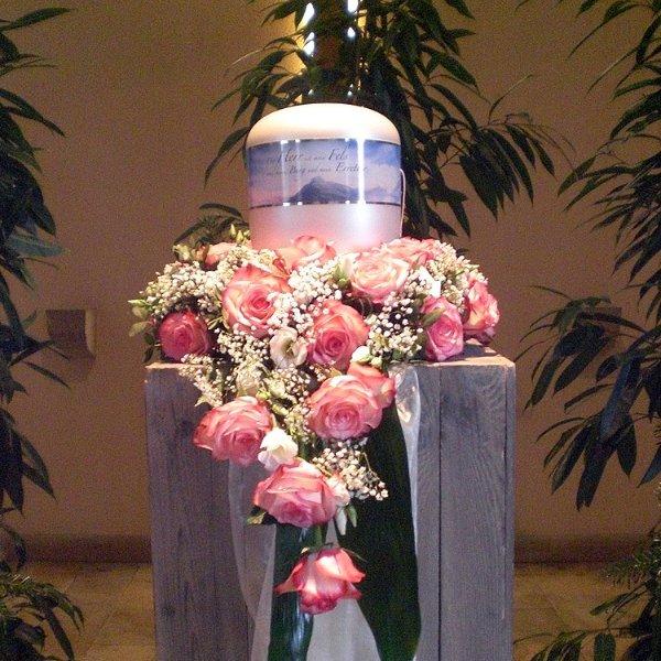 Urnenschmuck rosa Rosen, Eustomen, Schleierkraut Bild 1