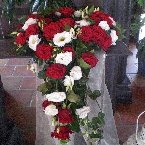 Urnenschmuck  rot weiß, Rosen, Eustomen Bild 1