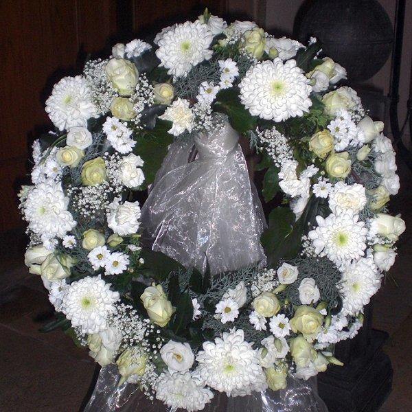Trauerkranz weiß-grün, Rosen, Nelken, Schleierkraut Bild 1