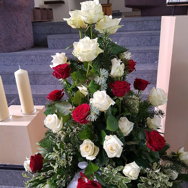 Gesteck rote und weiße Rosen Bild 1