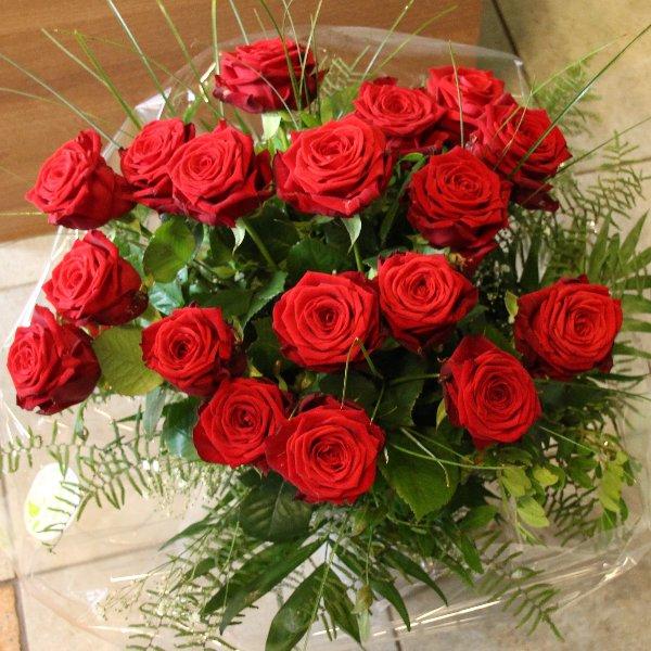 Rosenstrauß (lang gebunden) rot Bild 1