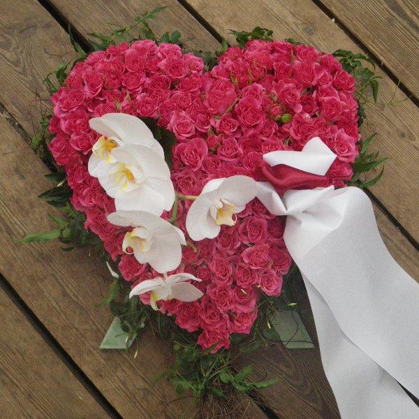 Trauerherz aus kleinblütigen rosa Rosen Bild 1