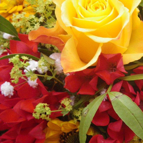 sommerlicher Blumenstrauß mit Sonnenblume Bild 2